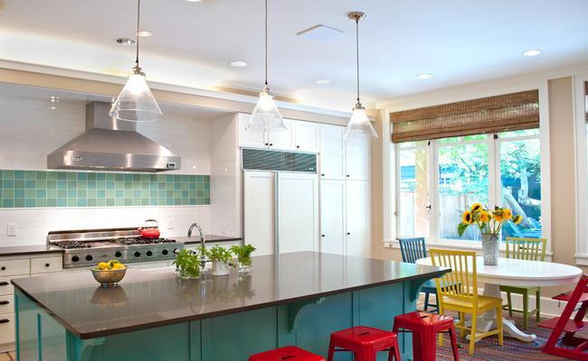 элегантная яркая кухня