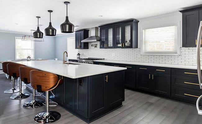 кухня черная с белым